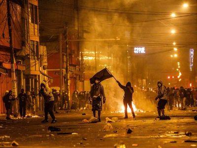 La democracia peruana se enfanga en una noche de sangre y muerte