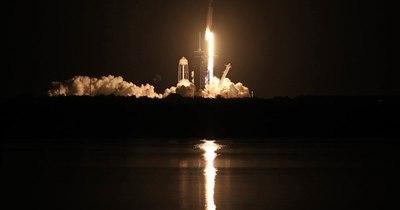 La Nación / Cohete de SpaceX despega rumbo a Estación Espacial Internacional con cuatro astronautas