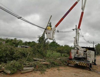 ANDE prevé restablecer 100% de energía eléctrica para el mediodía en Asunción y Central