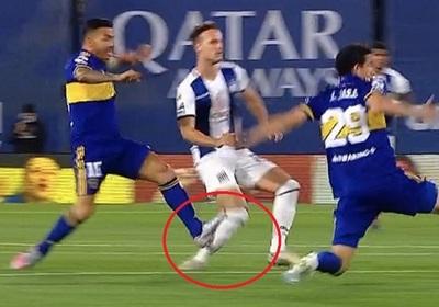 "Tevez ""planchó"" a un rival a los 3 segundos"