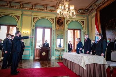 Luis Castiglioni jura como ministro de Industria y Comercio