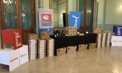 UNA recibe 800 computadoras con Internet