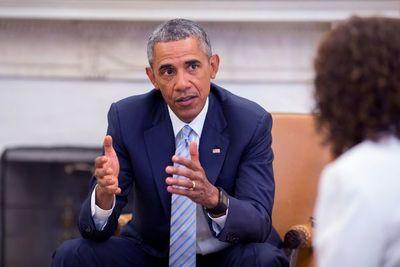 Obama pide a Trump que ponga al país 'por delante de su ego y sus decepciones'