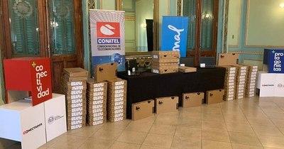 La Nación / Entregaron 800 computadoras a 10 facultades de UNA