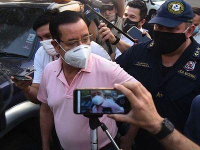 Cuevas vuelve  a su banca pese a seguir procesado