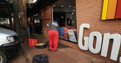 La Nación / Guardia evitó asalto a local comercial