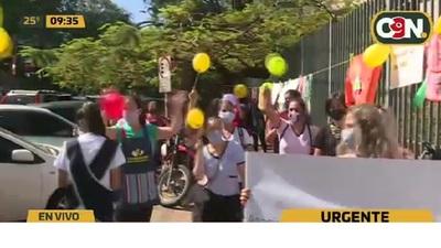 Jardines y Guarderías se movilizan frente al Ministerio de Salud