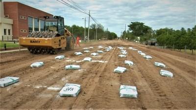 Inicia pavimentación de calle en Loma Plata