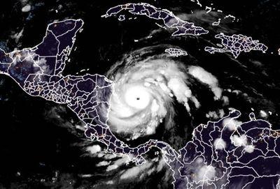 Huracán Iota pierde fuerza al avanzar por Nicaragua