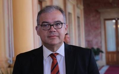 Julio Ullón reconfirma su precandidatura para la Intendencia de Asunción.