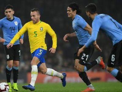 Brasil pondrá en juego su liderazgo en una visita a un Uruguay sin Suárez por COVID