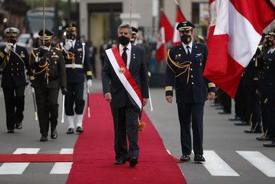 Perú cierra una semana de crisis con la asunción del presidente Sagasti