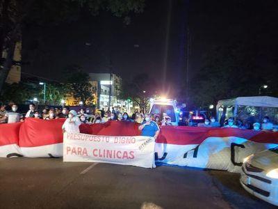 Se inicia huelga de funcionarios del Hospital de Clínicas