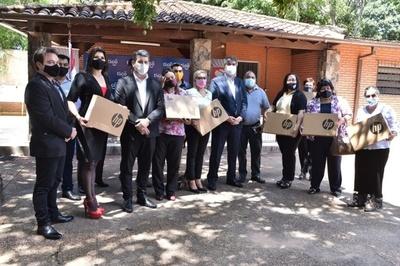 Entregaron ordenadores portátiles con conectividad gratuita a escuelas y colegios públicos de Lambaré