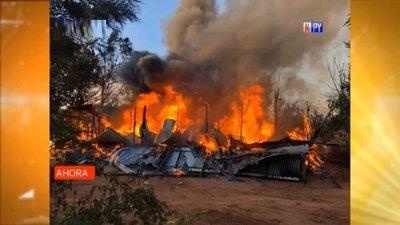 Familia lo pierde todo en voraz incendio de su vivienda