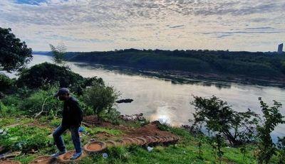 Roban fusil y una pistola a un militar a orillas del río Paraná