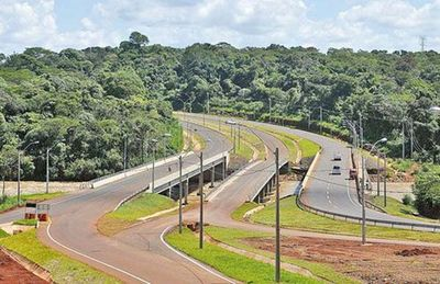 Piratas del asfalto roban más de Gs. 2 millones a conductora en «Puente Seco»