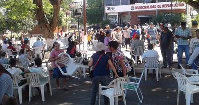 Exigen a madres de Tekoporã participar en manifestación contra intendenta, denuncian