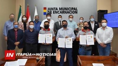 JUNTA MUNICIPAL ENTREGÓ RECONOCIMIENTO A ITAPÚA EN NOTICIAS