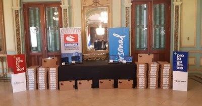 La Nación / Personal entregó 800 notebooks para facultades de la UNA