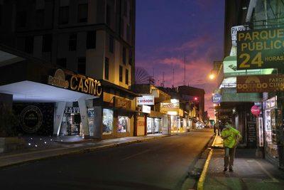 Las finanzas de Costa Rica siguen en deterioro ante la lenta búsqueda de soluciones