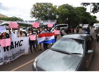 Clínicas: Primer día de huelga sin respuesta de autoridades