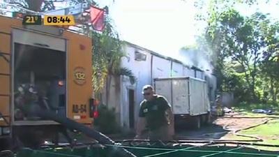 Incendio controlado de carbonería en Mariano Roque Alonso