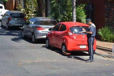 La PMT de Asunción realiza controles en lugares de estacionamiento no permitidos