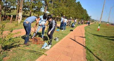 Caazapá: Becariosde la Juventud arborizan Ciclovía de San Juan Nepomuceno
