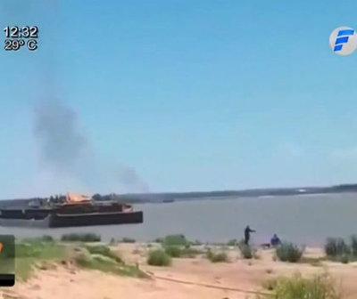 Barcaza explota en aguas del río Paraguay