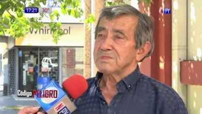 Abuelito llegó hasta la capital fue asaltado y quedó sin contacto con familiares