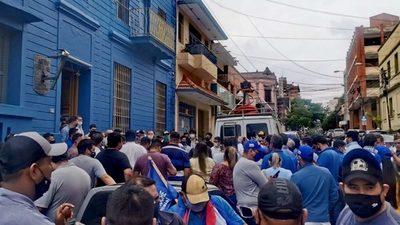 Se agudiza enfrentamiento en el PLRA con manifestaciones y denuncias de fraude