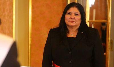 Perú inviste a la primera mujer como ministra de Defensa