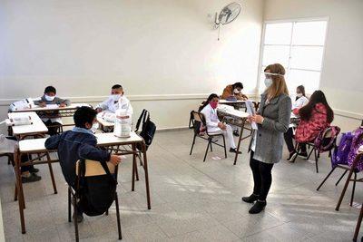 La OMS sostiene que los niños y adolescentes no son impulsores principales del contagio y que deben asistir a las escuelas