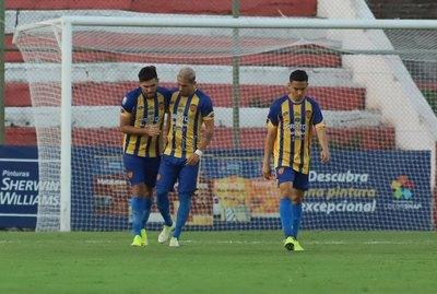 El entrenador de Luqueño opinó sobre la postura de los jugadores