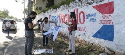 Personal del TSJE retiró propaganda extemporánea de abogados para elecciones de mañana