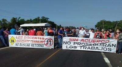 San José de los Arroyos: Pobladores cierran ruta y exigen soluciones al MOPC