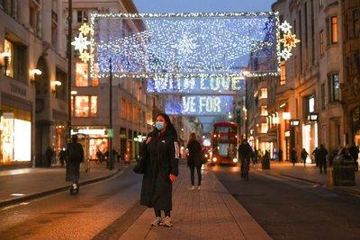 Crece polémica en el Reino Unido sobre cómo celebrar la Navidad en medio de la pandemia de COVID-19