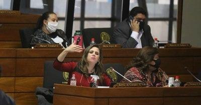 La Nación / Kattya Gónzalez pide blindar 100 millones de dólares para evitar su uso en asados y amantes