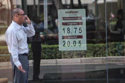 Peso mexicano cotiza en 20,06 por dólar, su mejor dato desde inicios de marzo