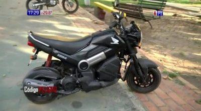 Fue a denunciar el robo de su moto y lo encontró en la comisaría