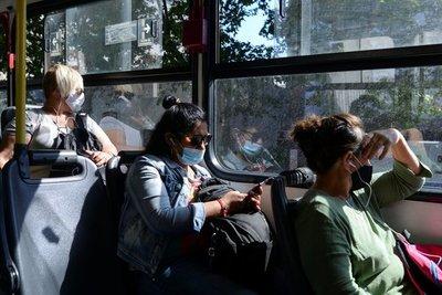 """Uruguay pide a jóvenes cumplir «desafío histórico"""" de minimizar sus contactos en pandemia"""