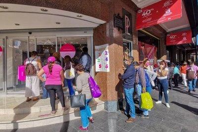 Alerta sanitaria en México: Desde el lunes tiendas, centros comerciales, gimnasios y cines cerrarán a las 19:00 horas