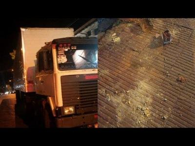 Camión de gran porte causó destrozos en pleno centro de la ciudad de Encarnación