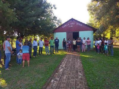 Vecinos y dos policías se disputan por el terreno de una capilla en Ybyrarobaná