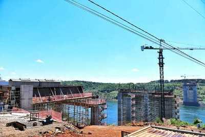 Puente de la Integración: avanza montaje de vigas trasversales