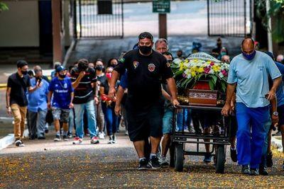 "Brasil despide con ""inmensa tristeza"" al hombre negro golpeado hasta la muerte"