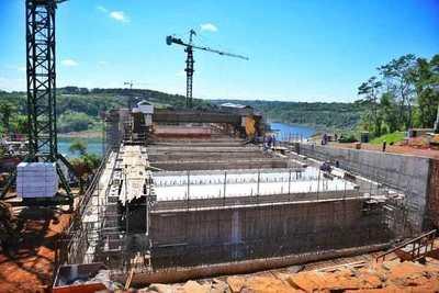 Intensifican montaje de vigas trasversales del segundo puente con Brasil