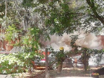 Incendio en depósito de autos