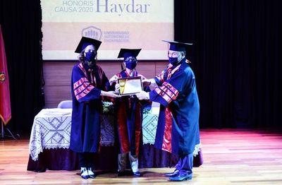 Invisten con doctorado honoris causa a prolífica científica paraguaya